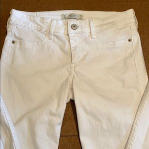 Abercrombie & Fitch white jeans/pants
